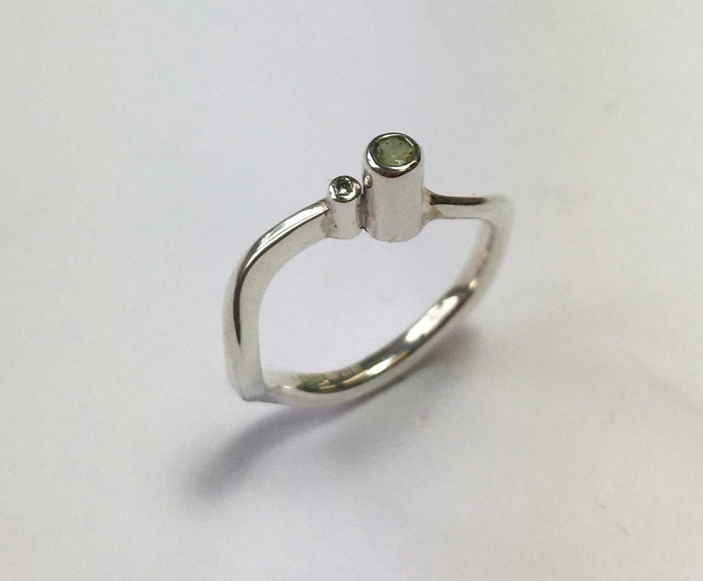 Serenity Ring – Peridot & Diamond